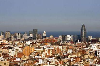 Vista de Barcelona, con la torre Agbar a la derecha.