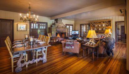 Interior de la casa de Ted Turner, disponible para alquilar desde este otoño.