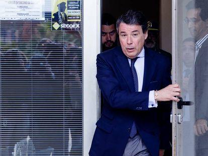 Ignacio González sale de los juzgados de Estepona, tras declarar el 18 de abril por el caso del ático.