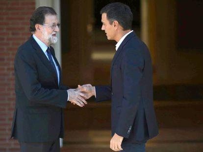 Rajoy y Sánchez, este lunes en La Moncloa.