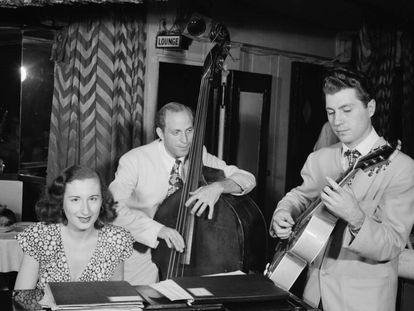 Barbara Carroll al piano.