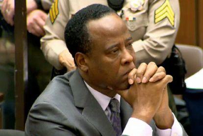 El doctor Conrad Murray escucha la sentencia con la que el juez Michael Pastor le ha condenado a cuatro años de cárcel por el homicidio involuntario de Michael Jackson.