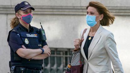 La ex secretaria general del PP, María Dolores de Cospedal, en la Audiencia Nacional, el pasado junio.