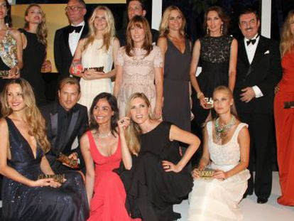 Los galardonados, con los premios de la revista 'Glamour'