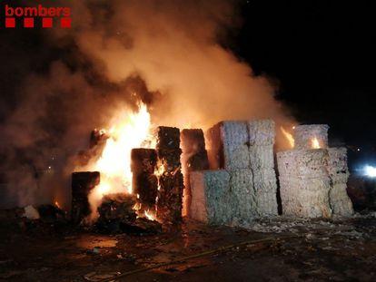 Un incendio en el municipio de Argentona (Barcelona) ocasiona más de 200 llamadas al 112. BOMBEROS DE LA GENERALITAT 24/06/2021