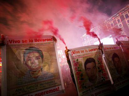 Protesta por el séptimo aniversario de la desaparición de los 43 estudiantes normalistas de Ayotzinapa en Ciudad de México, el pasado 26 de septiembre.