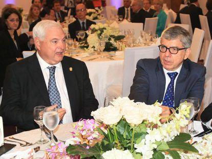 El presidente de Panamá, Ricardo Martinelli, y el expresidente colombiano Cesar Gaviria participan en el foro 'Invertir en Panamá'.