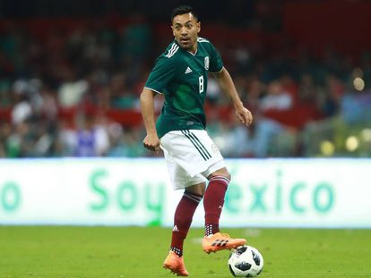 Fabián, durante un partido con la selección de México.