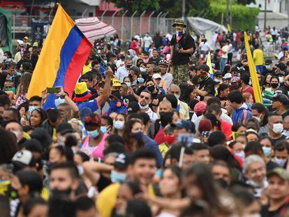 Manifestantes participan en la inauguración de un monumento a la resistencia de las protestas contra el Gobierno de Iván Duque, el Cali, el pasado junio.