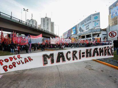 Un grupo de manifestantes protestan contra el Gobierno argentino, el pasado mayo en la ciudad de Buenos Aires.