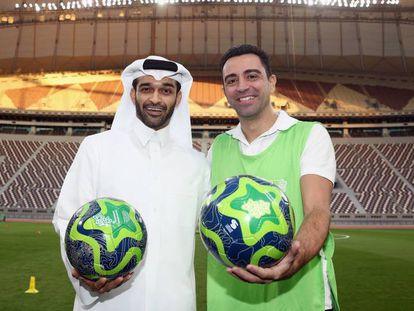 Xavi con Hassan alThawadi, secretario general del Mundial 2022