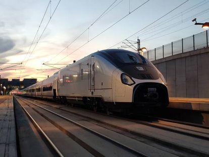 Tren de alta velocidad Avril, fabricado por Talgo.