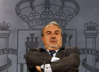 El vicepresidente segundo del Gobierno, Pedro Solbes, en la rueda de prensa posterior al Consejo de Ministros.