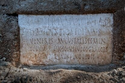 Inscription on the tomb of Marcus Venerius in Pompeii.
