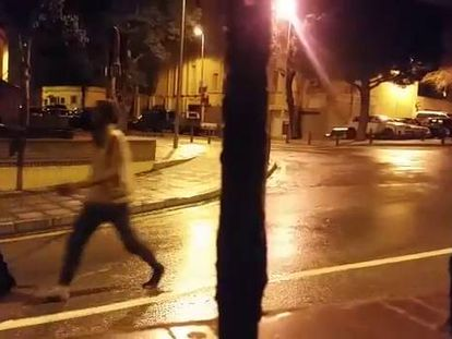 Llegada de migrantes a Ceuta, tras cruzar la valla, en un vídeo grabado por Reduan Mohammed.