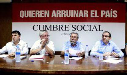 Méndez (2º derecha) y Toxo (2º izquierda), durante la constitución de Cumbre Social.