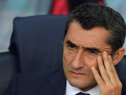 Valverde, en el banquillo del Camp Nou.