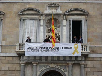 Pancarta en favor de la libertad de los presos colgada el pasado 30 de septiembre.