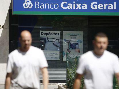 Oferta de depósitos en una oficina de Banco Caixa Geral en Madrid.