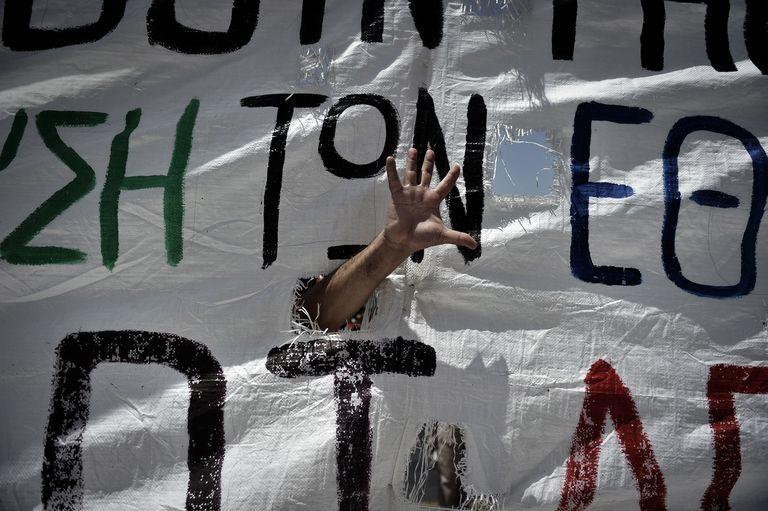Un manifestante griego durante una manifestación en junio de 2011 contra las medidas de austeridad