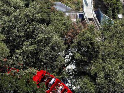 Vista de la atracción de El Péndulo tras el accidente.