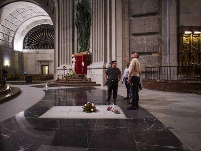 Tumba de Franco en el templo del Valle de los Caídos.