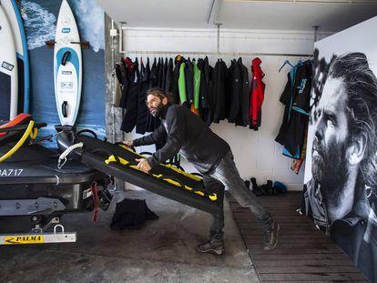 Surfear o morir: las lecciones de Hugo Vau para sobrevivir a las monstruosas olas de Nazaré