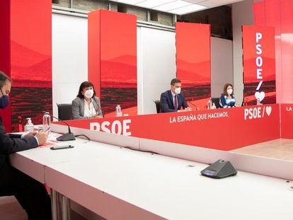 Desde la izquierda: José Luis Ábalos, Cristina Narbona, Pedro Sánchez y Adriana Lastra en la reunión de la ejecutiva federal del PSOE, este lunes.