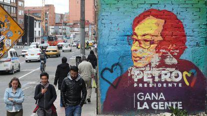 Un mural en apoyo a Gustavo Petro en Bogotá.