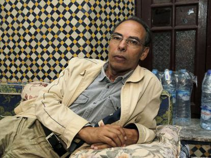 El historiador y disidente marroquí Maati Monjib, en su casa de Rabat tras haber salido del hospital después de su huelga de hambre para denunciar su situación en octubre de 2015.