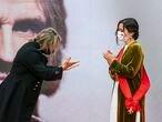 """La presidenta de la Comunidad de Madrid, Isabel Díaz Ayuso, ha entregado este domingo la Gran Cruz de la Orden del Dos de Mayo al compositor Nacho Cano que, sin embargo, ha decidido cedérsela a la regidora madrileña: """"Creo que la medalla al Arte y la Cultura este año, por haber mantenido los teatros abiertos, por ser tan valiente y por ser tan buena presidenta, te la mereces tú""""."""
