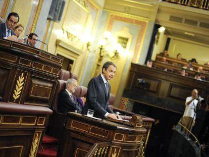 Zapatero presenta en el Congreso el pasado miércoles su plan de reforma.