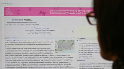 Captura de pantalla de la página de inicio de Wikipedia en su 15 cumpleaños.