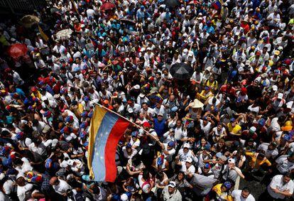 Los venezolanos salieron ayer a la calle para pedir el referéndum revocatorio que podría apartar a Nicolás Maduro del poder.