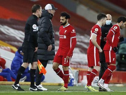 Salah en el momento de ser sustituido por Oxlade-Chamberlain.