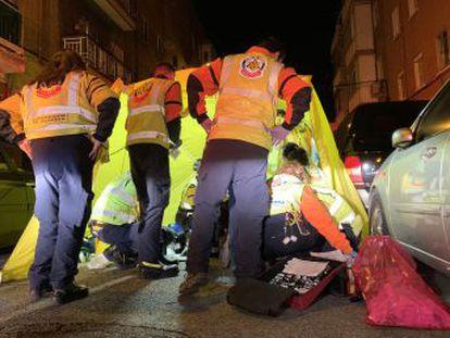 El suceso ha ocurrido sobre las cinco de la mañana y los sanitarios no han podido salvar su vida a pesar de practicarle maniobras de reanimación