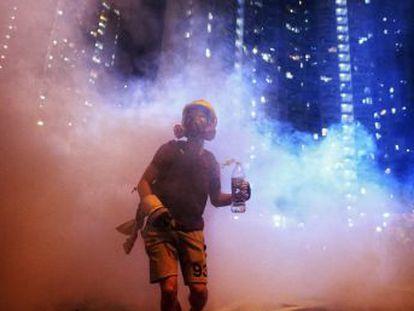 Las fuerzas prochinas se manifiestan contra las protestas democráticas en medio de quejas, conspiraciones internacionales y fobia al extranjero
