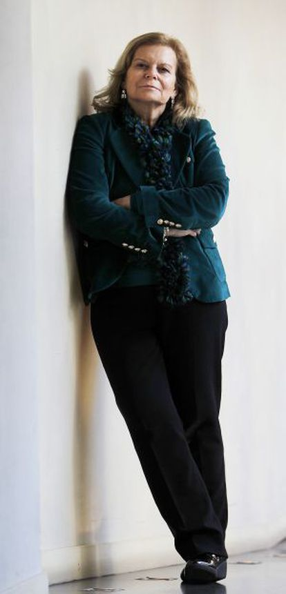 La escritora Carme Riera posando durante la entrevista