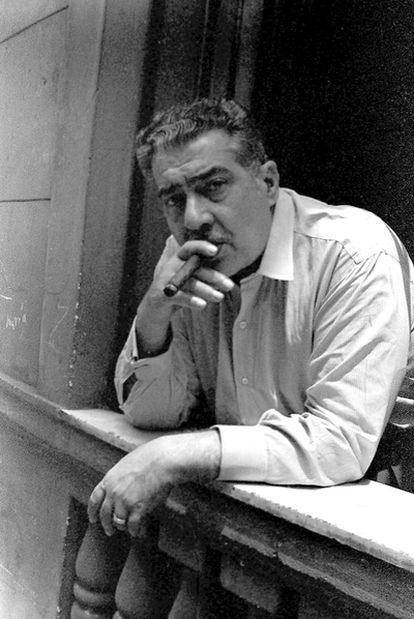 José Lezama Lima (La Habana, 1910-1976), fotografiado por Iván Cañas hace 40 años en Cuba.