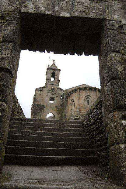 Monasterio de San Xoán de Caaveiro, en el corazón de las Fragas do Eume.