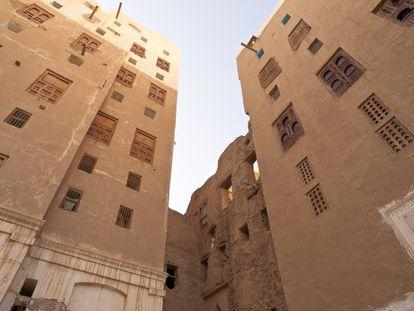 Vista de algunas de las viviendas de la vieja ciudad amurallada de Shibam, declarada en 1982 como Patrimonio de la Humanidad por la UNESCO.