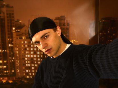 En este selfi 'sexy' y superproducido de Kito Muñoz también revela quién es como fotógrafo.