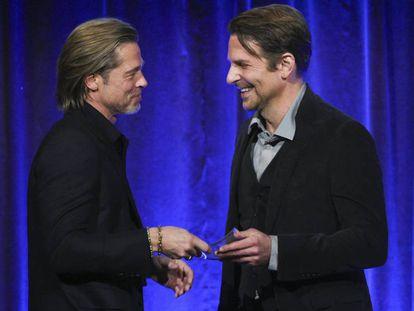 Brad Pitt y Bradley Cooper, en Nueva York (EE UU), este miércoles. En vídeo, Pitt agradece a Cooper su ayuda para estar sobrio.
