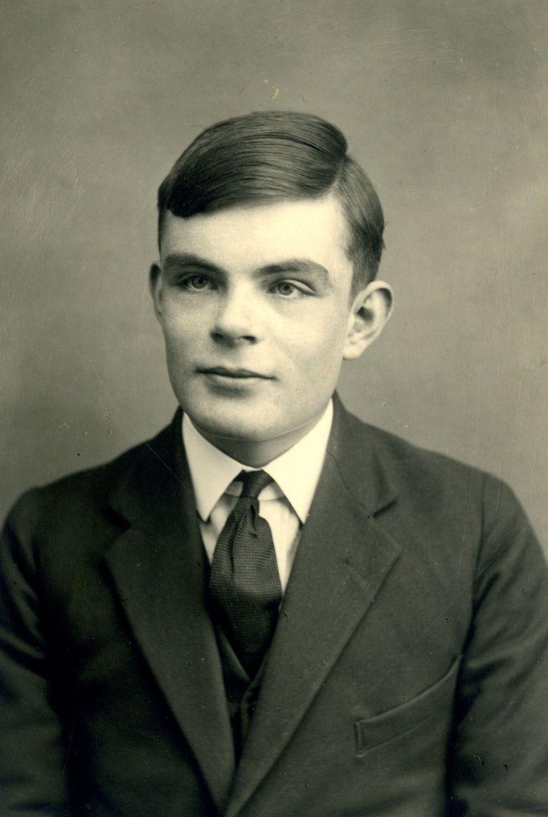 Alan Turing, en 1928 en una foto difundida por Sherborne School.