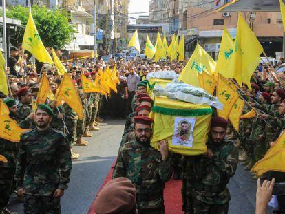 Funeral por miembros de Hezbolá muertos en un ataque israelí en Siria, el lunes en Beirut.