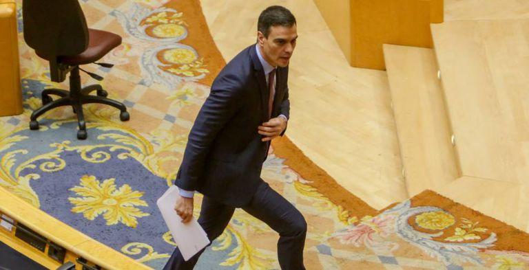 El presidente del Gobierno, Pedro Sánchez, a su salida de la sesión de control al Gobierno, el martes en el Senado.