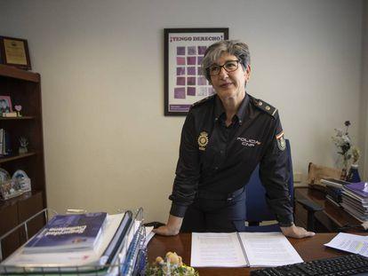 Elena Palacios, jefa de las unidades policiales de Familia y Mujer, en su despacho en Madrid.