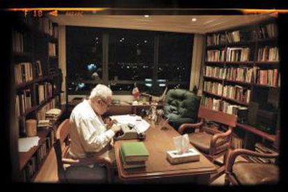 Julio Scherer en su despacho