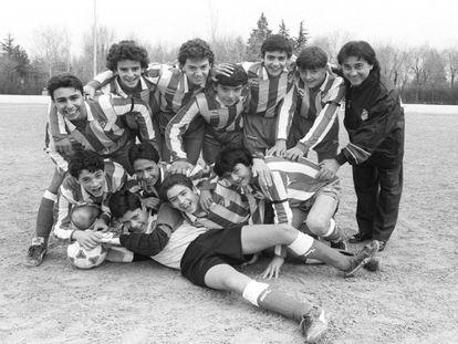 Raúl, segundo por la izquierda en la fila de abajo, cuando era jugador de la cantera del Atlético de Madrid, en 1991.