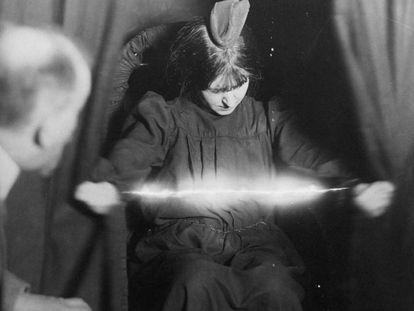 Una de las fotografías de 'La historia de los fantasmas. 500 años buscando pruebas' (Editorial Siruela)